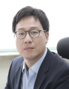 Kyoungwoo Lee
